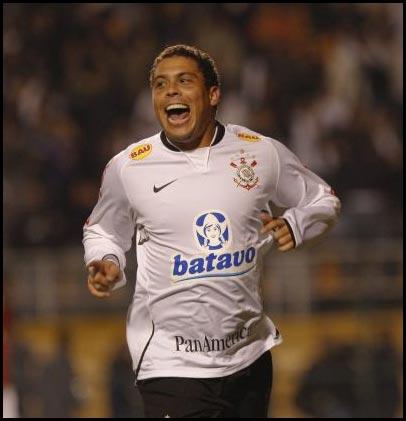 Ronaldo sorri após gol da vitória!